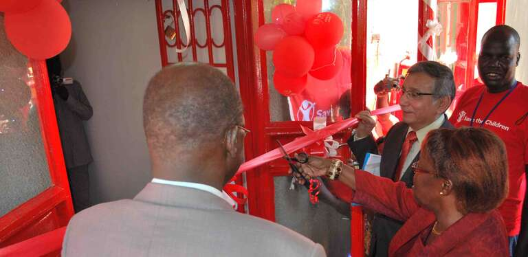 The Southern Sudanese Minister for Gender cuts the ribbon to officially mark the birth of Save the Children in South Sudan