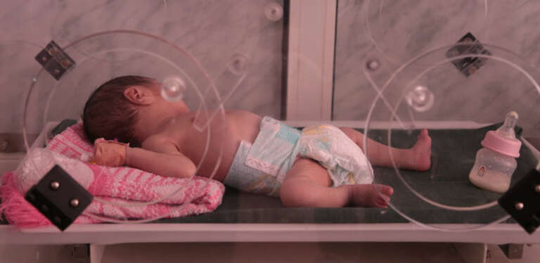 Al-Sabeen Hospital in Sana'a, the capital city of Yemen, is supported by Save the Children. Despite support, the hospital is under-resourced and staff have had to to turn away sick babies and children.