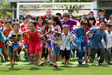 Ray Parlour opens Arsenal Foundation funded football pitches in North Jakarta, Indonesia with Save the Children.